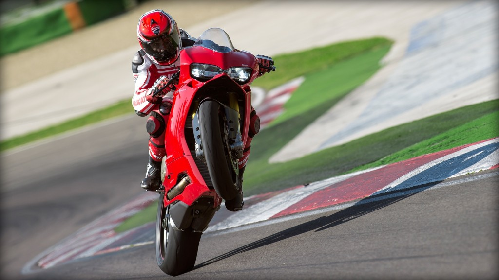 SBK-1299-Panigale-S_2015_Amb-03_1920x1080.mediagallery_output_image_[1920x1080]