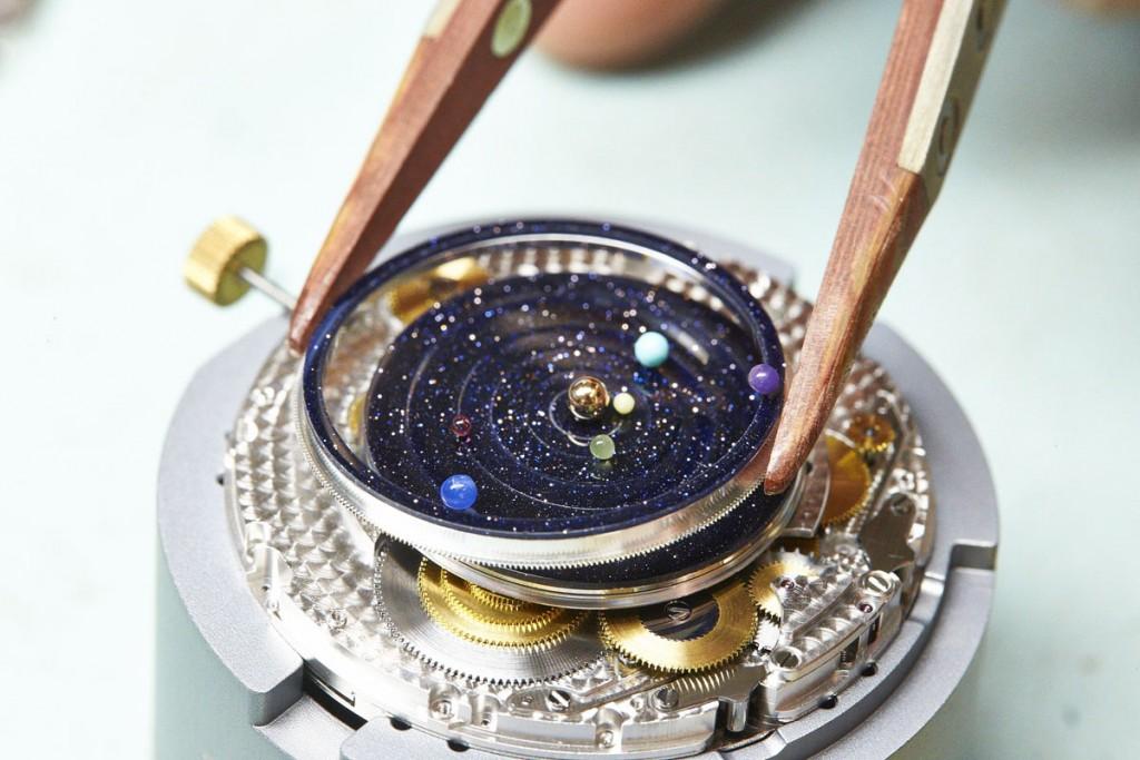 Van-Cleef-Arpels-Midnight-Planetarium-02-1
