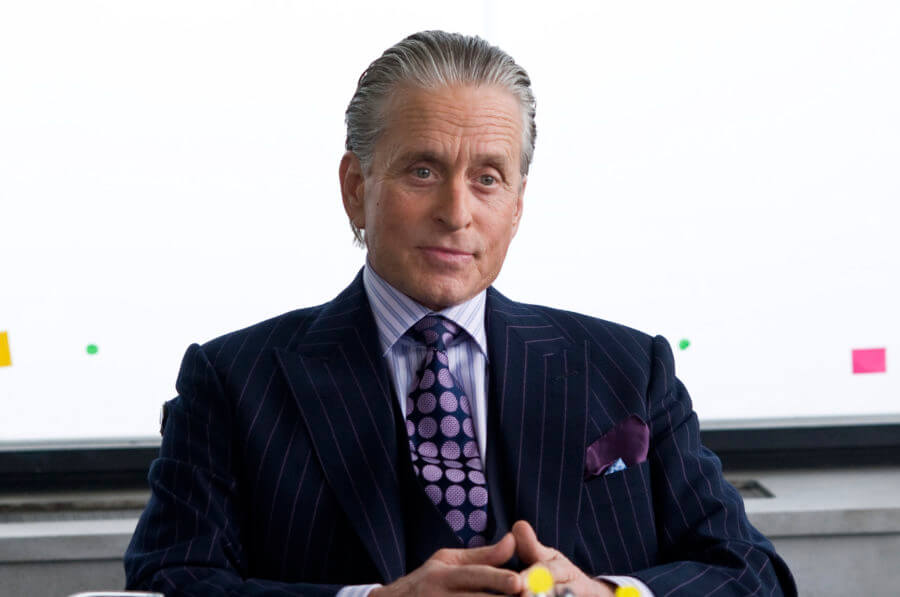 michael-douglas-as-gordon-gekko-with-a-bold-jacquard-power-tie-900x597